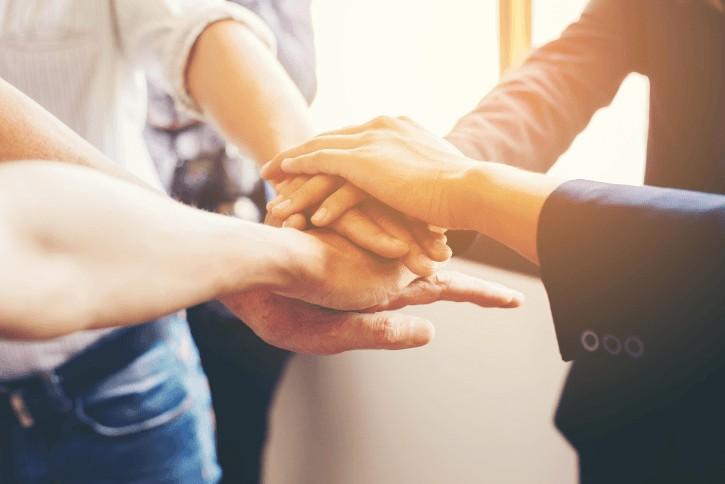 Relations sociales : entourez vous de personnes différentes