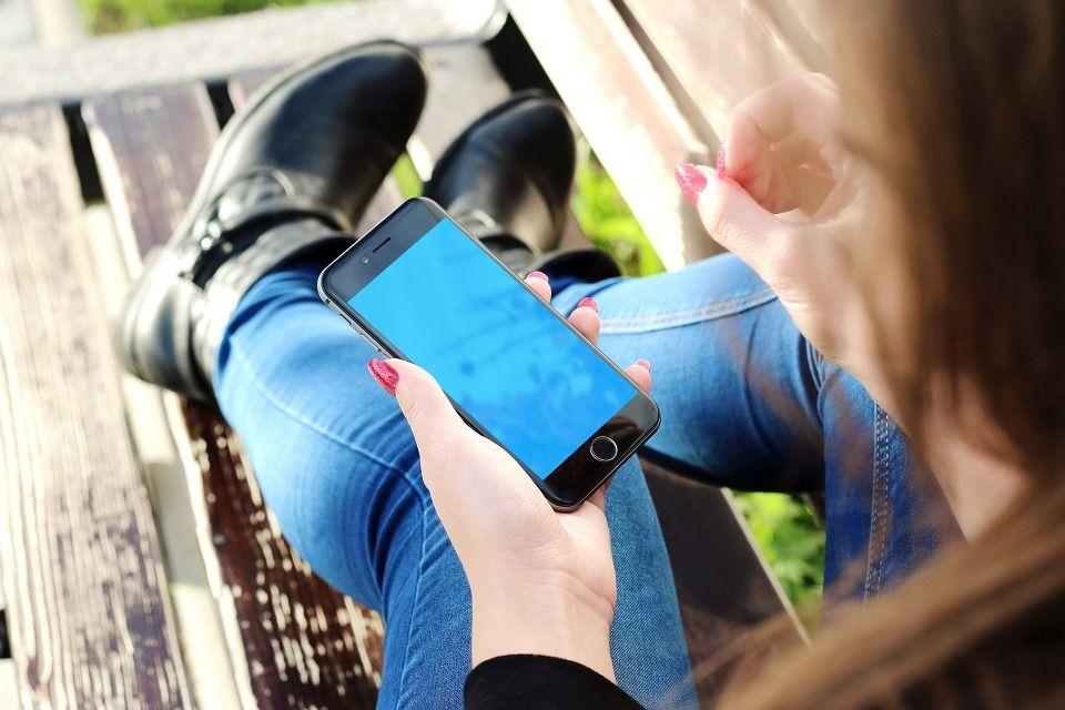 Comment charmer un homme par SMS ?