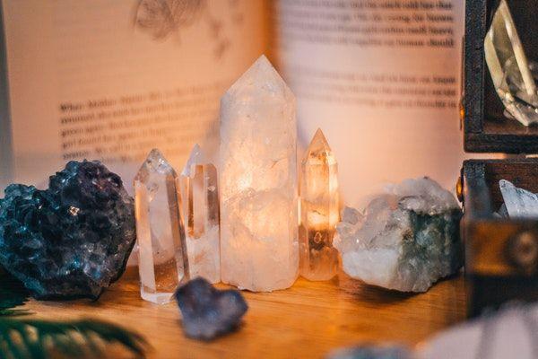 comment utiliser les pierres sur les chakras
