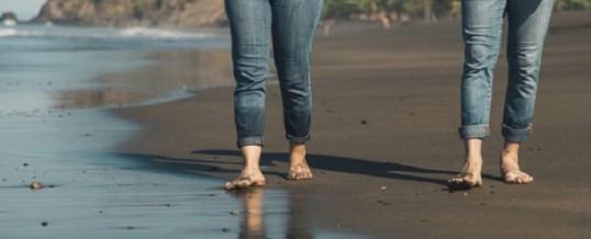 Marcher pieds nus:  quels bienfaits pour la santé?