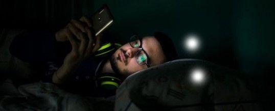 Écran et sommeil : la menace invisible qui vous empêche de dormir