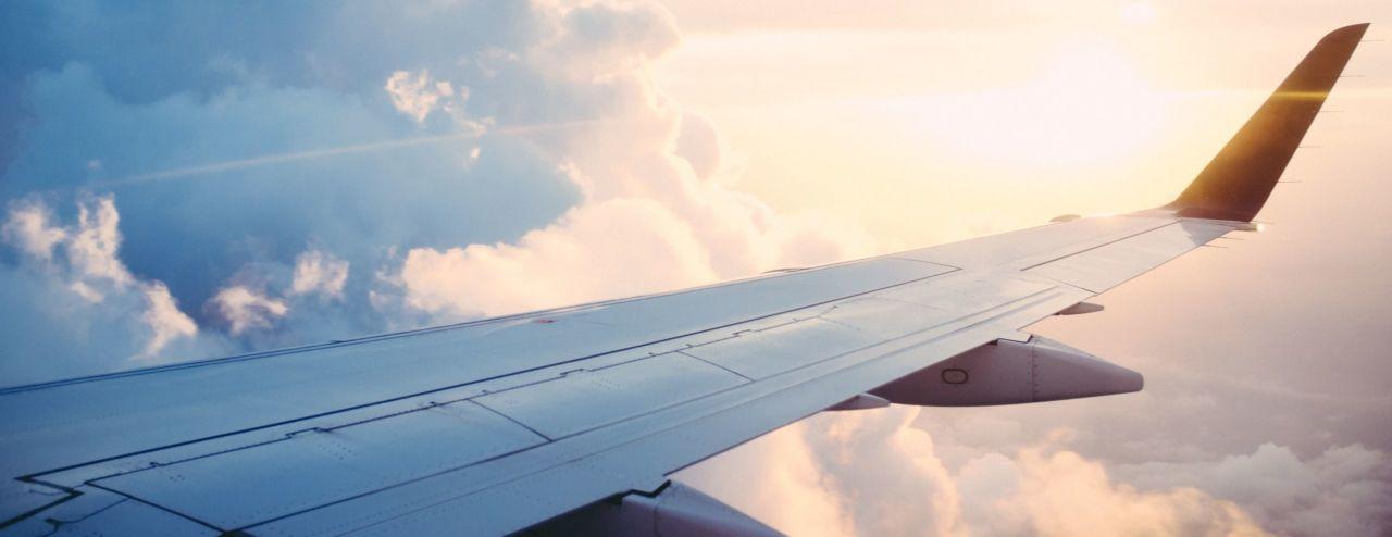Vaincre sa peur de l'avion : les bonnes astuces pour y parvenir