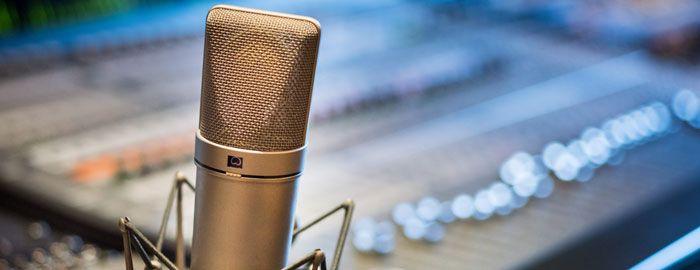 Maitriser sa voix : essentiel pour se faire entendre en public
